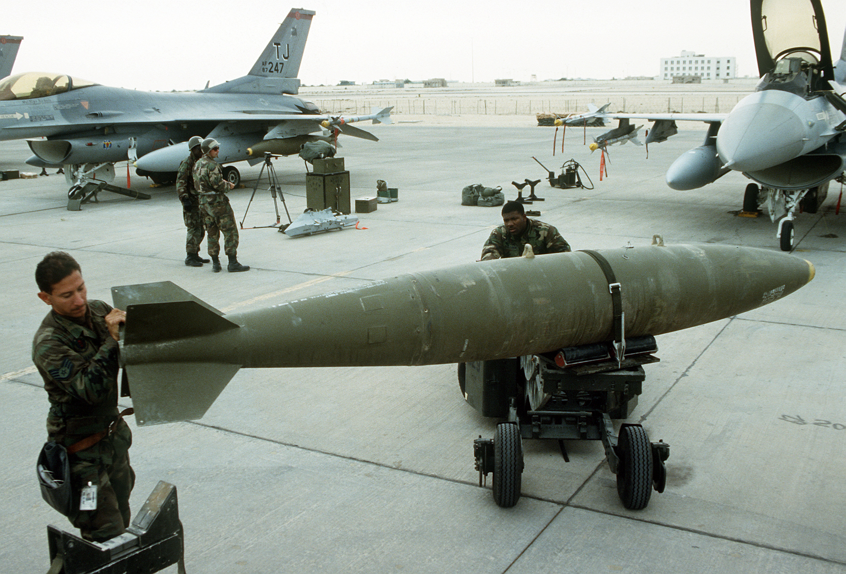 "USAF photo by Staff Sgt. Lee F. Corkran, via (a href=""http://commons.wikimedia.org/wiki/File:Mark-84_bomb.jpg"">Wikimedia."