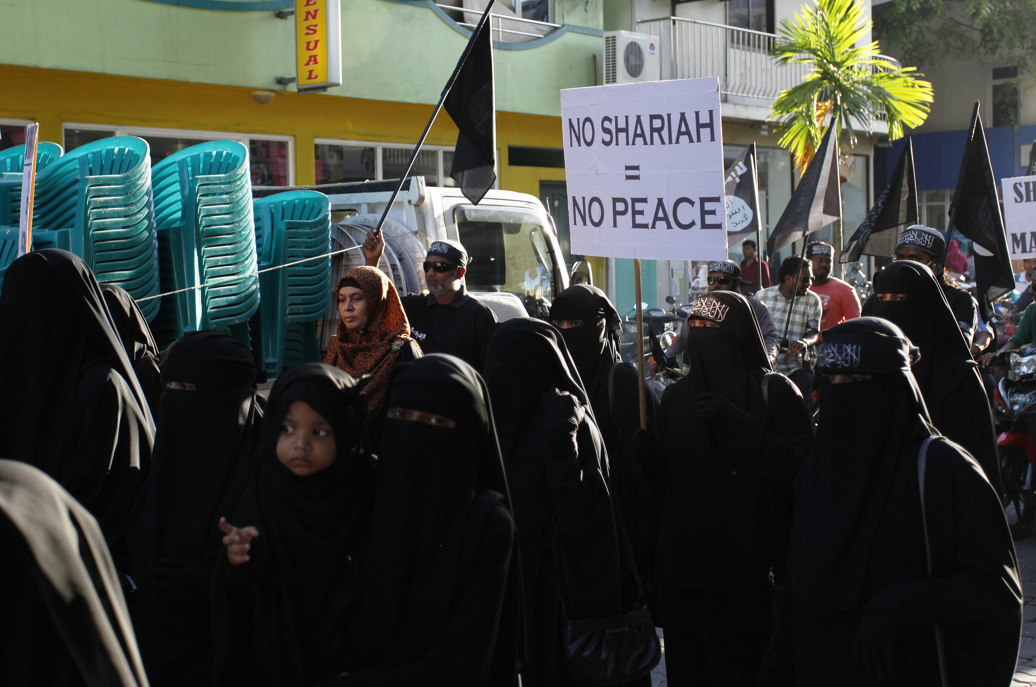 Women in the Maldives march in support of Sharia. By Dying Regime.