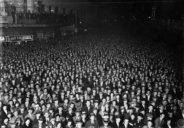 Election night crowd, Wellington, 1931. By William Hale Raine.