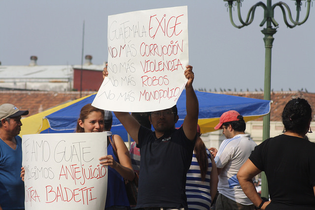 Protestors against corruption in Guatemala, April 25, 2015. By Surizar.