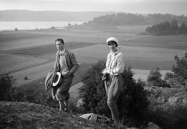 Archaeologists at Stone Age settlement in Ösmo, Södermanland, Sweden, circa 1929. By Berit Wallenberg.